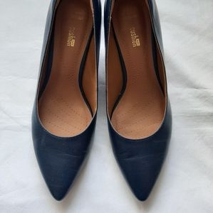 Clarks navy leather low healed pump